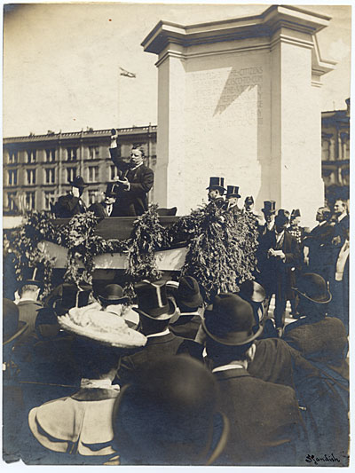 Theodore Roosevelt dedicating the Navy Monument