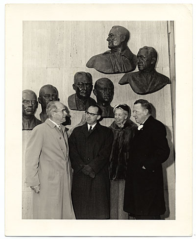 [Edmond Amateis with Eleanor Roosevelt at the Polio Wall of Fame]