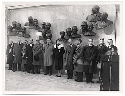 [Edmond Amateis with scientists at the Polio Wall of Fame]