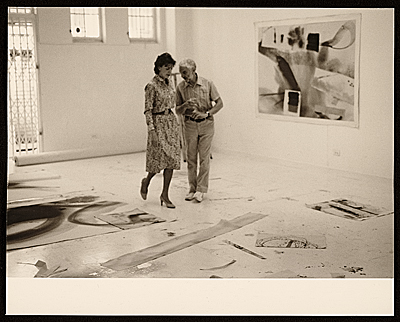 [Helen Frankenthaler and Anthony Caro in Frankenthaler's studio]