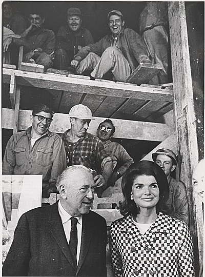[Marcel Breuer and Jacqueline Kennedy touring the construction of the Whitney Museum of American Art]