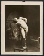 [Unidentified artists' model posing ]