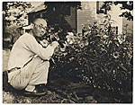 Yasuo Kuniyoshi taking photographs
