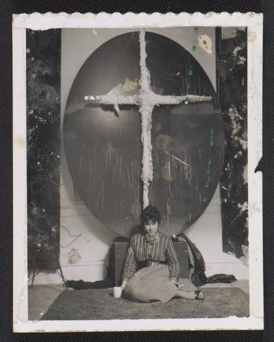 Jay DeFeo in front of an artwork