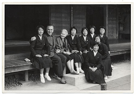 Margaret de Patta and her husband Eugene Bielawski, with a group of Japanese artists in Kyoto