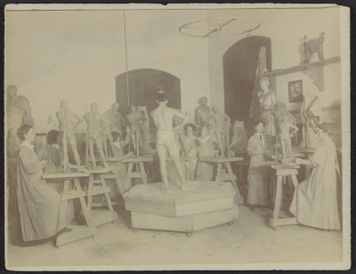 Sculpture class, possibly at the Pennsylvania Academy of the Fine Arts