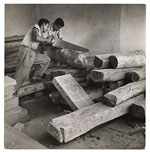 Selecting wood at the Estudio de Artes Manuales.