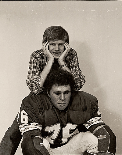 Duane Hanson with his sculpture Football Player