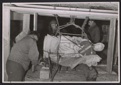 Stephen Kovalyak, George Stout and Thomas Carr Howe transporting Michelangelo's sculpture Madonna and child