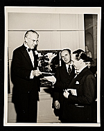 Eric Isenburger receiving a National Academy of Design Prize