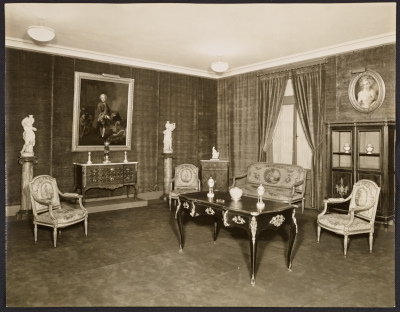 Room with framed painting of young boy in a Seligmann & Co. property building