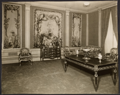 Room with large tapestry in a Seligmann & Co. property building