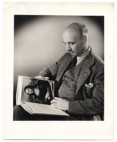 [Rockwell Kent reading World Famous Paintings]