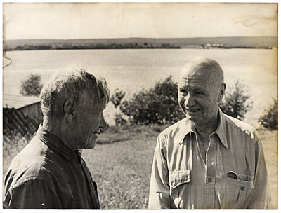 [Rockwell Kent and an unidentified man talking during a visit to the USSR]