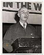 Rockwell Kent speaking from a podium