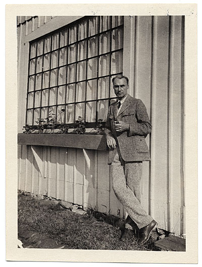 [Walt Kuhn outside of his studio in Maine]