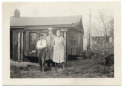 [Walt Kuhn, Brenda Kuhn and Pop Hart at Coyesville]