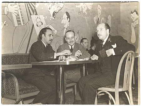 [Abril Lamarque and Xavier Cugat with an unidentified man at a restaurant]