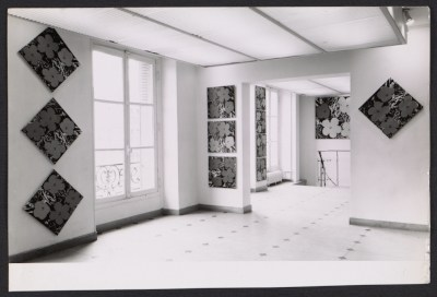 Installation view of the Andy Warhol show at the Galerie Sonnabend in Paris