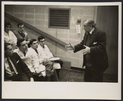 [Jaques Lipchitz speaking to medical students, Albert Einstein Medical College, Yeshiva University]