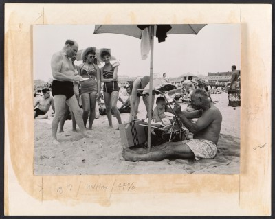 Reginald Marsh sketching people on the beach