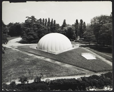 "[""Telemuseo"" dome at Eurodomus 3, Milan. Design by Paolo Lomazzi, Donato D'Urbino, and Jonathan De Pas.]"