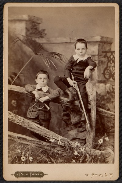 [Alfred and Walter Pach as young boys]