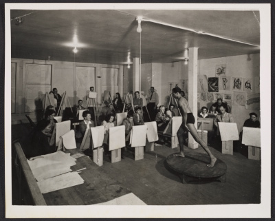 [A life drawing class taught by Giacomo Patri at the California Labor School]