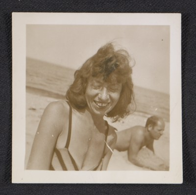 Lee Krasner and Jackson Pollock on the beach
