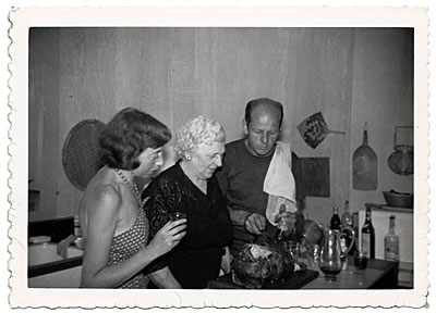 [Lee Krasner, Stella Pollock and Jackson Pollock carving a turkey]