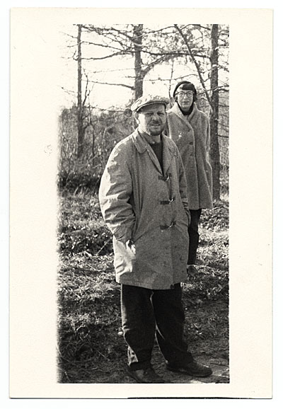 Jackson Pollock and Lee Krasner outdoors