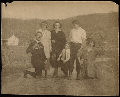 Henry Poor, Marion Dorn, Morris Crawfords son, Winold Reiss, unknown woman, and Ruth Reeves