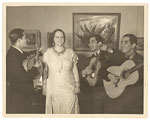 [(La Pereguina) Alma Reed serenaded by los Hermanos Hernadez (work by C. Orozco in background), NYC 1]