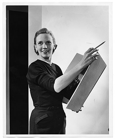 [Aline Saarinen with art book]
