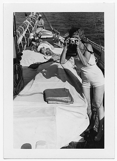 Aline Saarinen taking a photograph