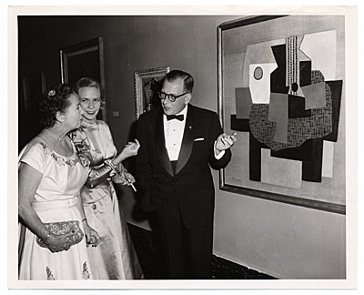 [Aline and Eero Saarinen in formal dress with a Picasso painting]