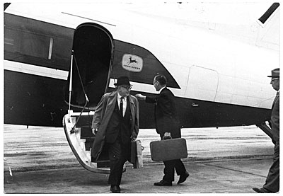 [Eero Saarinen leaving a plane]