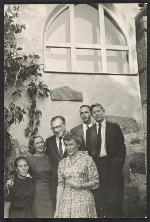 Eero and Aline B. Saarinen with Susan, Eric, Hal (Harry) Louchheim, and unidentified individual