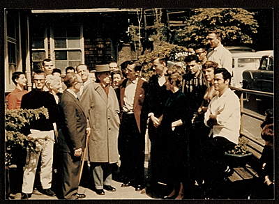 Frank Lloyd Wright visiting the Rudolph Schaeffer School of Design