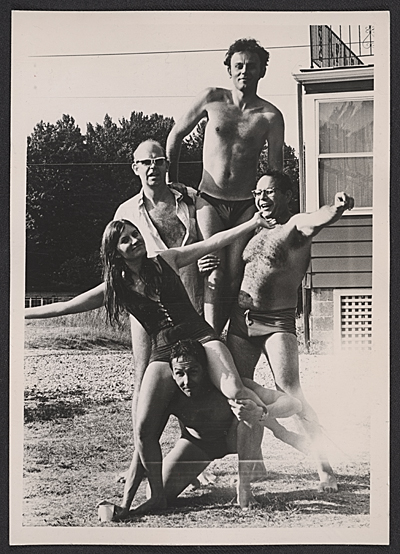 [Claes Oldenburg, Lucas Samaras, George Segal, Patty Mucha, and Robert Rauschenberg at Robert Scull's East Hampton residence]