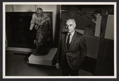 Peter Selz with a sculpture by Diego Francesco Carlone