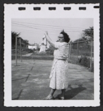 [Women hanging laundry 4]