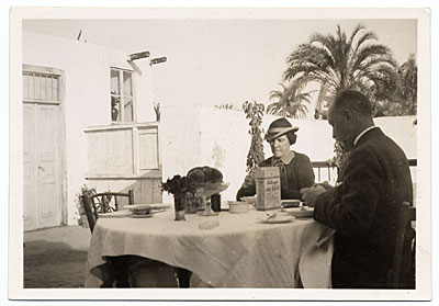 Joseph Lindon Smith dining outdoors