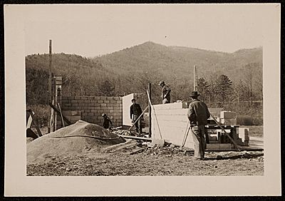 Building the pottery shop at Black Mountain College