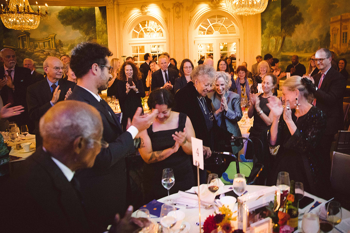 Howardena Pindell receives a standing ovation at the 2019 gala.