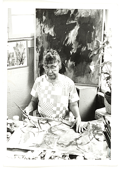 Photograph of Alma Thomas working in her studio